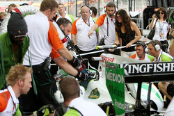 Fergie practice pitstops with Force India F1 Team, Black Eyed Peas