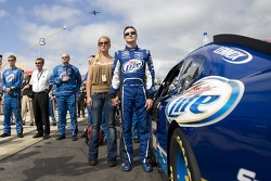 Kurt Busch, Penske Racing Dodge with his wife Eva