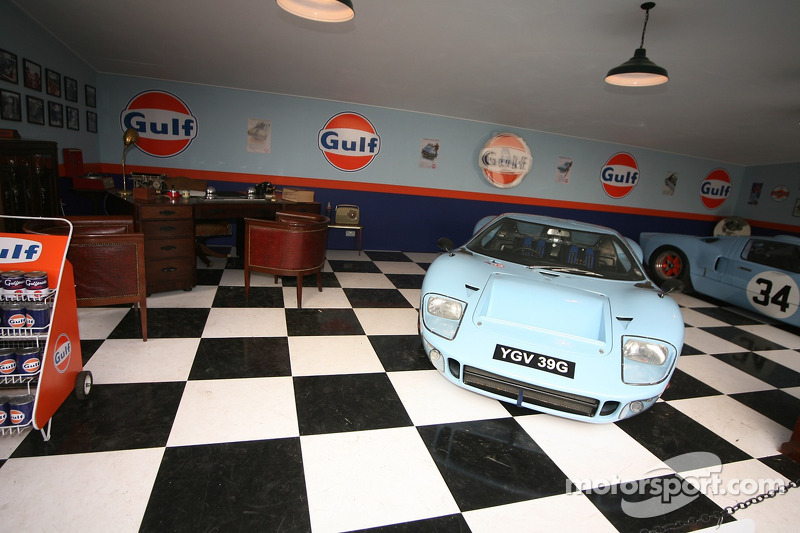 vintage garage ideas - Gulf Oil garage at Goodwood Revival
