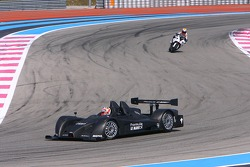 Formula Le Mans vs bike duel