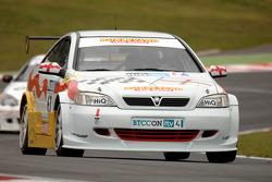 Martin Johnson leads Martyn Bell