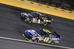 Jimmie Johnson, Hendrick Motorsports Chevrolet, Martin Truex Jr., Earnhardt Ganassi Racing Chevrolet