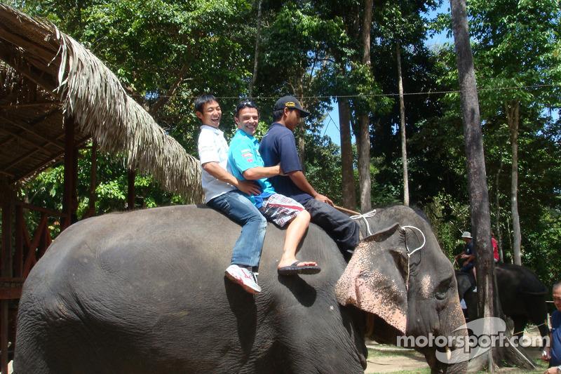 Loris Capirossi, Rizla Suzuki MotoGP y un elefante