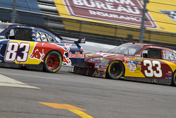 Brian Vickers, Red Bull Racing Team Toyota, Clint Bowyer, Richard Childress Racing Chevrolet