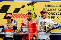 Podium: 1. Casey Stoner, Ducati Marlboro Team; 2. Dani Pedrosa, Repsol Honda Team; 3. und Weltmeister Valentino Rossi, Fiat Yamaha Team