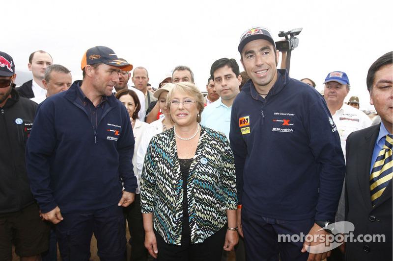 Stephane Peterhansel y Nani Roma con Michelle Bachelet, Presidenta de Chile