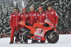 Claudio Domenicali, Nicky Hayden, Casey Stoner y Vittoriano Guareschi presentan la nueva Ducati Desmosedici GP10