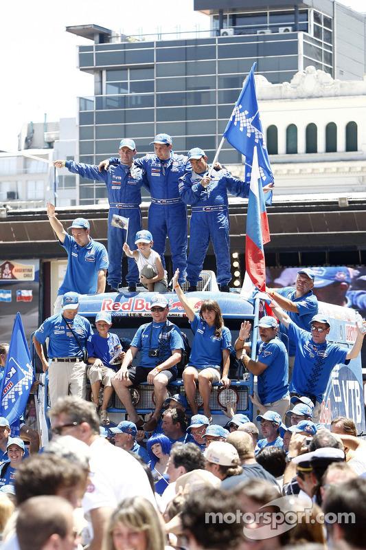 Podium catégories Camions Dakar 2010 : Ilgizar Mardeev, Viatcheslav Mizyukaev et Andrey Karginov