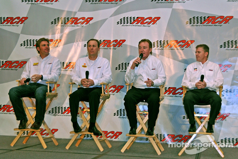 RCR rijders Clint Bowyer, Kevin Harvick, Jeff Burton en Richard Childress