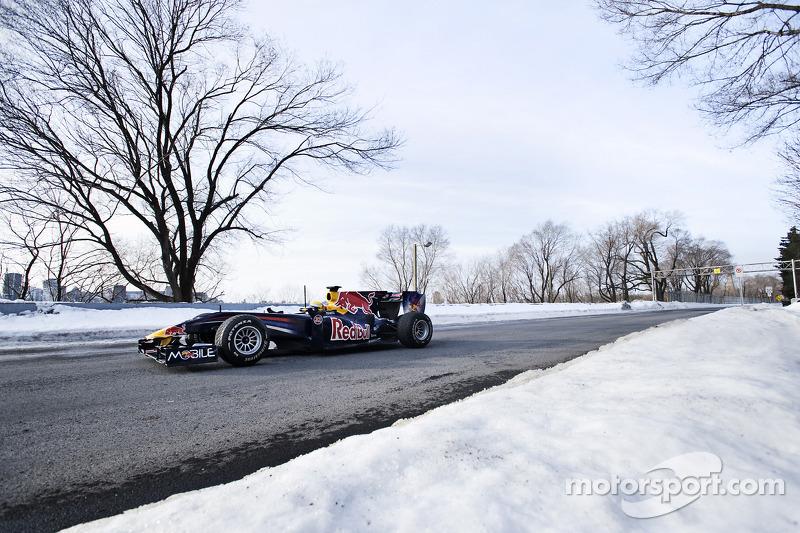 Sébatien Buemi dans la Red Bull F1, sous la neige du circuit Gilles Villeneuve de Montréal
