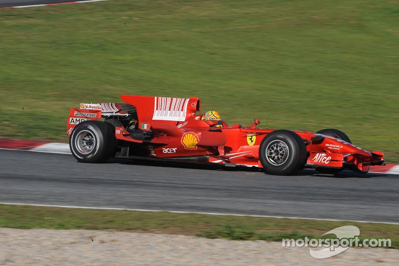 Valentino Rossi au volant de la Ferrari F2008 à Barcelone, en 2010