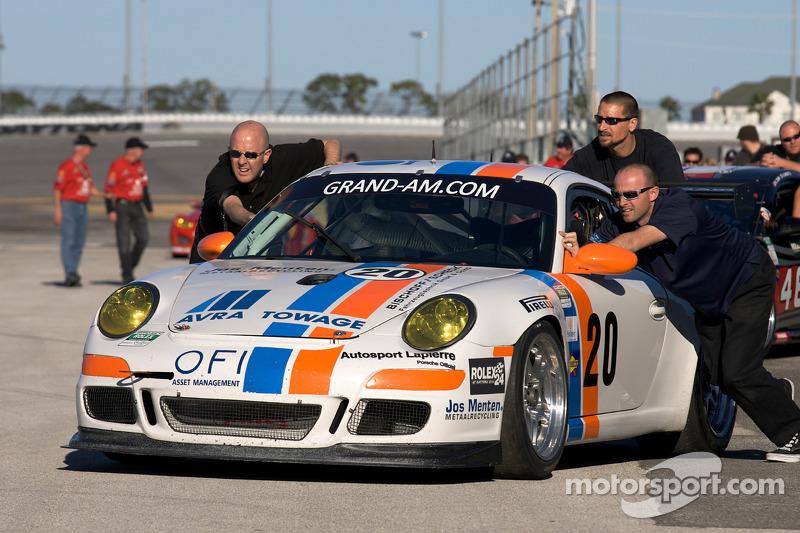 Le Matt Connolly Motorsports team arrive à la photo de groupe des GT