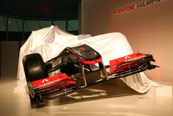 El McLaren MP4-25 bajo cubierta