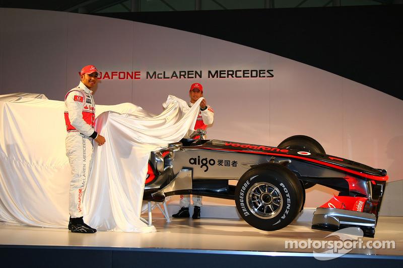 Lewis Hamilton, McLaren Mercedes et Jenson Button, révèlent la McLaren Mercedes