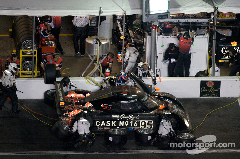 Arrêt aux stands pour #95 Crown Royal/NPN Racing BMW Riley: Christophe Bouchut, Ryan Hunter-Reay, Lucas Luhr, Scott Tucker, Richard Westbrook