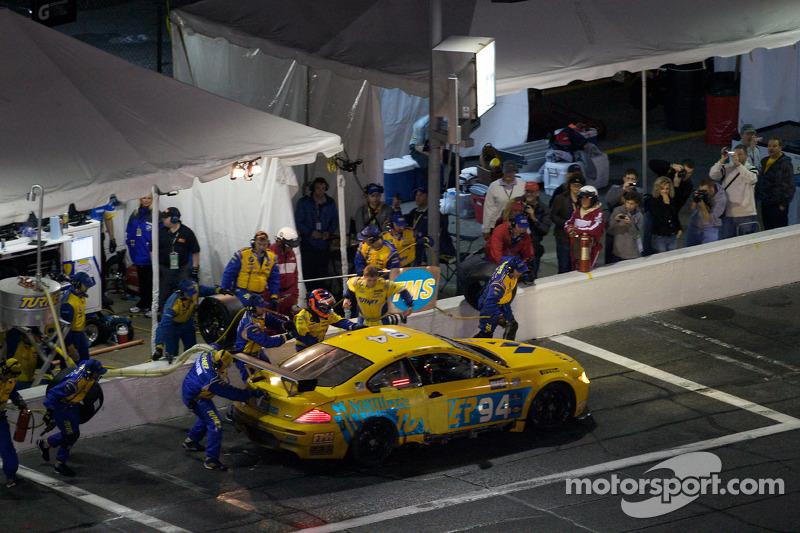 Arrêt aux stands pour #94 Turner Motorsport BMW M6: Bill Auberlen, Paul Dalla Lana, Joey Het, Boris Said