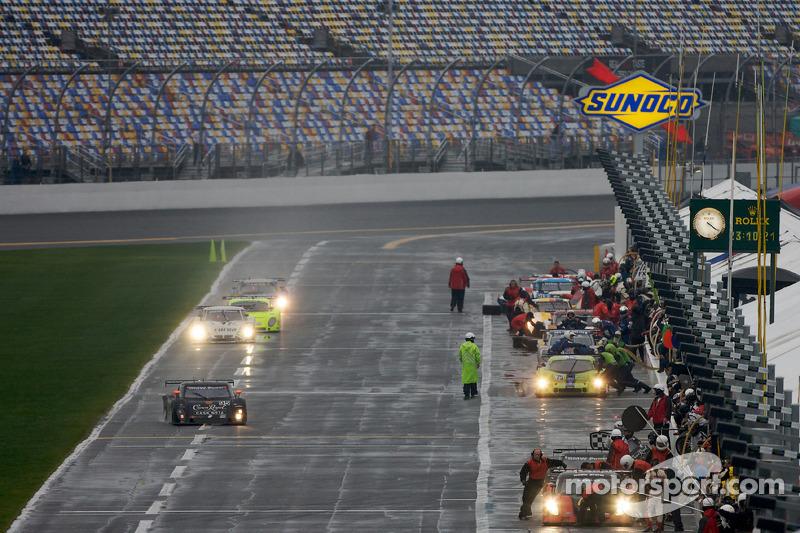 DP auto's komen binnen voor hun eerste pitstop