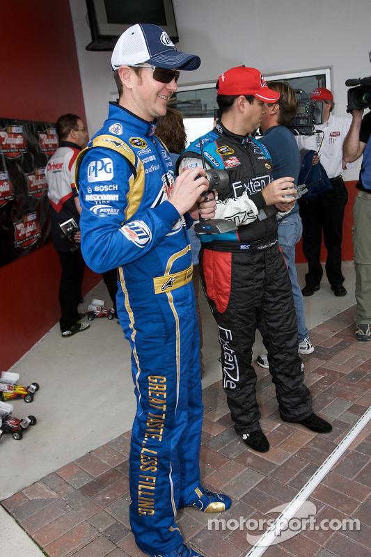 Raybestos Rookie of the Year race met telegeleide wagentjes: Kurt Busch en Kevin Conway