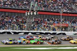 Restart: Jimmie Johnson, Hendrick Motorsports Chevrolet gets a push from Kyle Busch, Joe Gibbs Racing Toyota and Mark Martin, Hendrick Motorsports Chevrolet