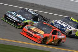 Jamie McMurray, Earnhardt Ganassi Racing Chevrolet en Carl Edwards, Roush Fenway Racing Ford