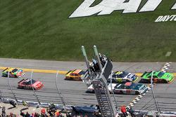 Start: Mark Martin, Hendrick Motorsports Chevrolet and Dale Earnhardt Jr., Hendrick Motorsports Chevrolet lead the field