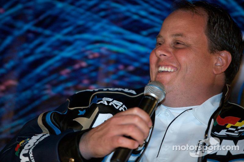 Ontbijten met de kampioen: teammanager Kevin Manion praat met fans