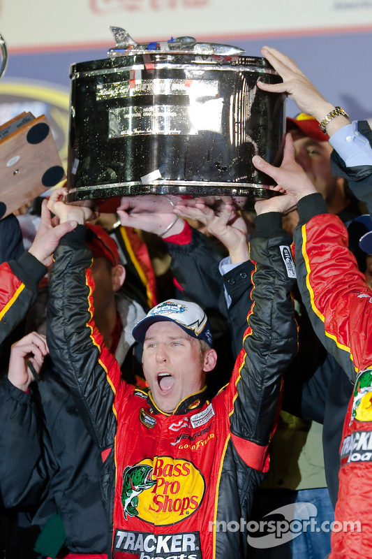 Victory lane: race winnaar Jamie McMurray, Earnhardt Ganassi Racing Chevrolet