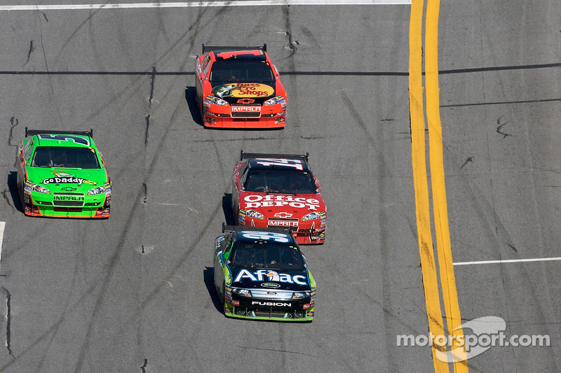 Carl Edwards, Roush Fenway Racing Ford, Mark Martin, Hendrick Motorsports Chevrolet, Tony Stewart, Stewart-Haas Racing Chevrolet en Jamie McMurray, Earnhardt Ganassi Racing Chevrolet