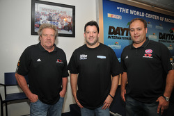 Steve Kinser, Tony Stewart and Donnie Schatz during a press conference