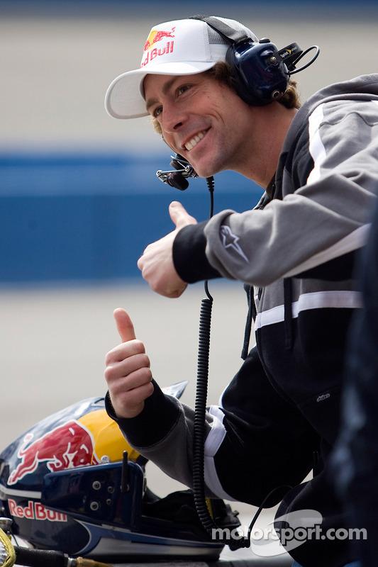 Travis Pastrana poseert voor foto bij Red Bull