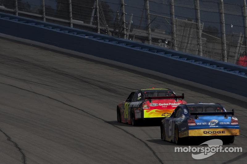 Jeff Gordon, Hendrick Motorsports Chevrolet et Kurt Busch, Penske Racing Dodge