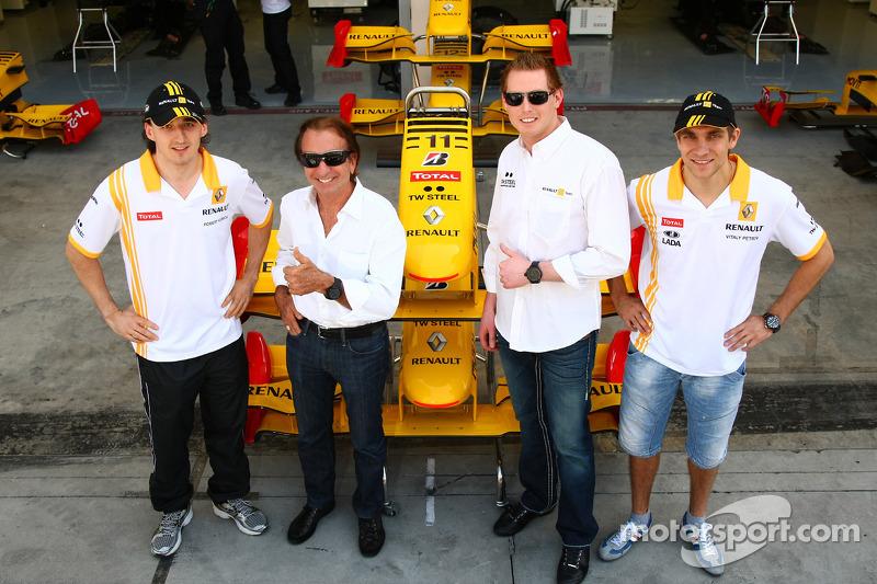 Robert Kubica, Renault F1 Team ve Emerson Fittipaldi, Jordi CEO, TW Steel Watches ve Vitaly Petrov,