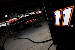 La #11 FedEx Toyota dans son garage