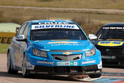 Alex MacDowall Silverline Chevrolet Cruze rijdt voor Phil Glew Triple Eight Racing Vauxhall Vectra