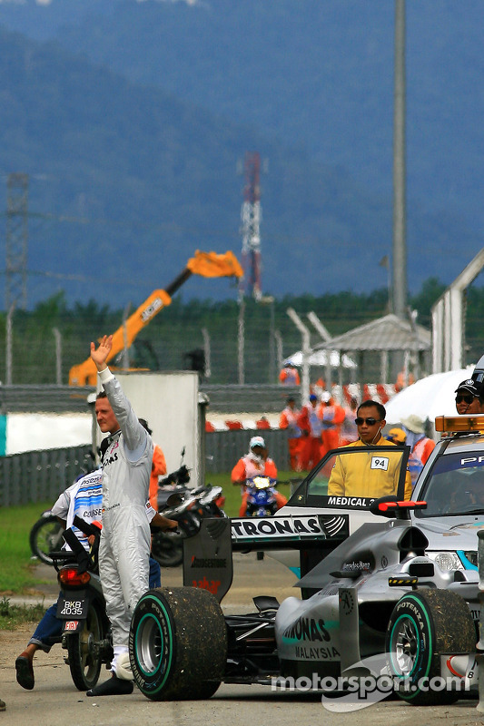 Michael Schumacher, Mercedes GP, stopt op circuit