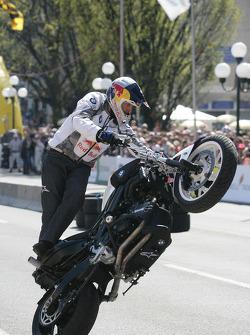 Acción de motocicleta con Chris Pfeiffer