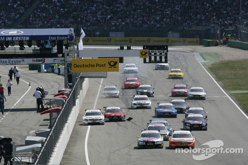 Start: Gary Paffett, Team HWA AMG Mercedes C-Klasse and Martin Tomczyk, Audi Sport Team Abt Audi A4 DTM battle for the lead