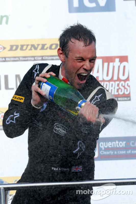 Paul O'Neill met Champagne