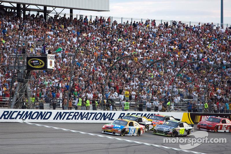 Start: Kyle Busch, Joe Gibbs Racing Toyota