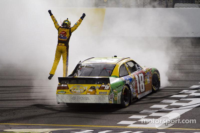 2010, Richmond 1: Kyle Busch (Gibbs-Toyota)