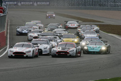 Start: #7 Young Driver AMR Aston Martin DB9: Darren Turner, Tomas Enge leads the field