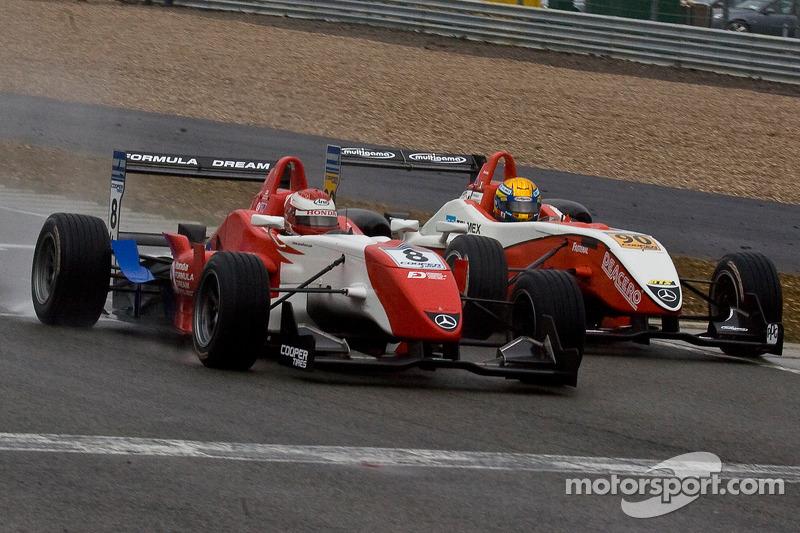 Daisuke Nakajima en Esteban Gutierrez racen naar de finish