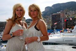 Girls in Monaco in the harbour