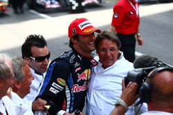 Podium: Première place Mark Webber, Red Bull Racing