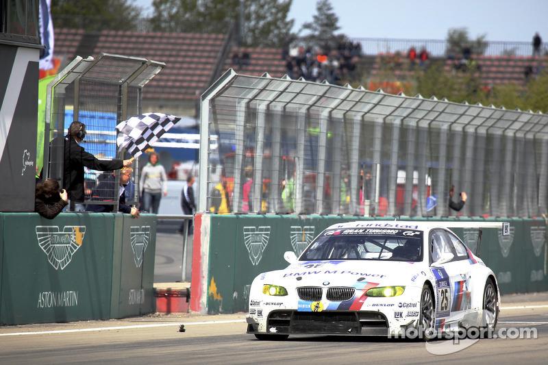 2010: Йорг Мюллер, Аугусту Фарфус, Уве Альцен, Педро Лами – BMW M3 E92