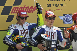 Podio: ganador de la carrera Jorge Lorenzo, Fiat Yamaha Team, segundo lugar Valentino Rossi, Fiat Yamaha Team
