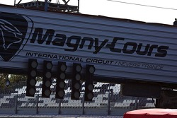 Magny-Cours start-finish streep