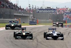 Jarno Trulli, Lotus F1 Team, Rubens Barrichello, Williams F1 Team