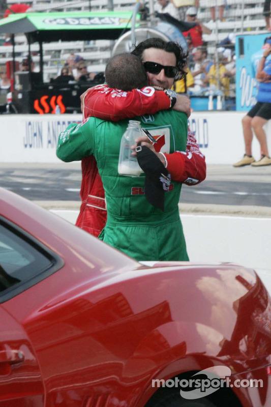 Race winnaar Dario Franchitti en Tony Kanaan