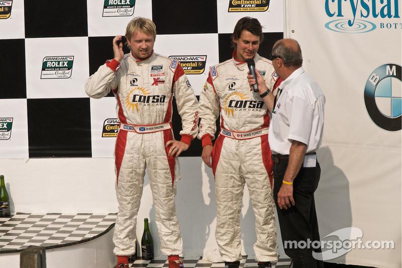 DP podium: DP tweede plaats winnaars #8 Starworks Motorsports BMW Riley: Ryan Dalziel, Mike Forest
